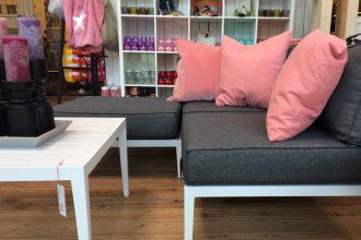 Chillige Gartenmöbel zum Freistilwohnen Loungegruppen Tische Bänke
