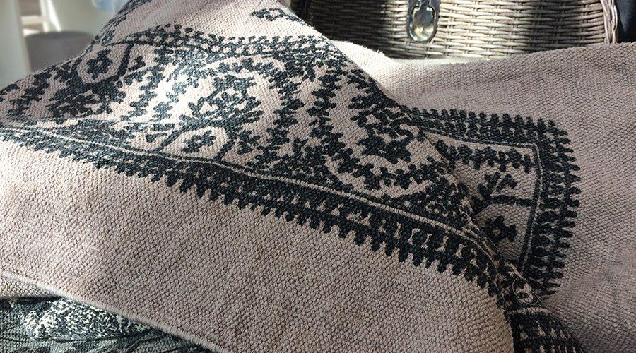 Kokon Teppiche und Läufer