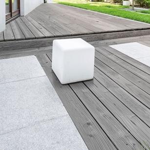 Terrassendiele-Kiefer-grau