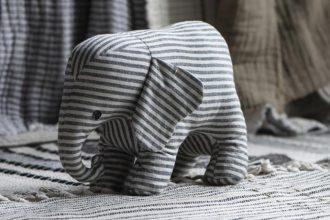 Ib Laursen Elefant als Türstopper